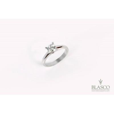 solitario-oro-blanco-18k-y-diamante-talla-brillante-de-061-quilates-