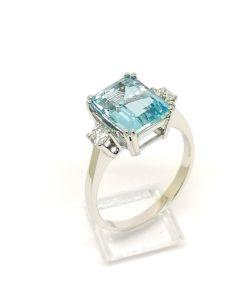 anillo de pedida aguamarina y diamantes oro blanco 18 kilates Blasco Joyero Murcia joyeria
