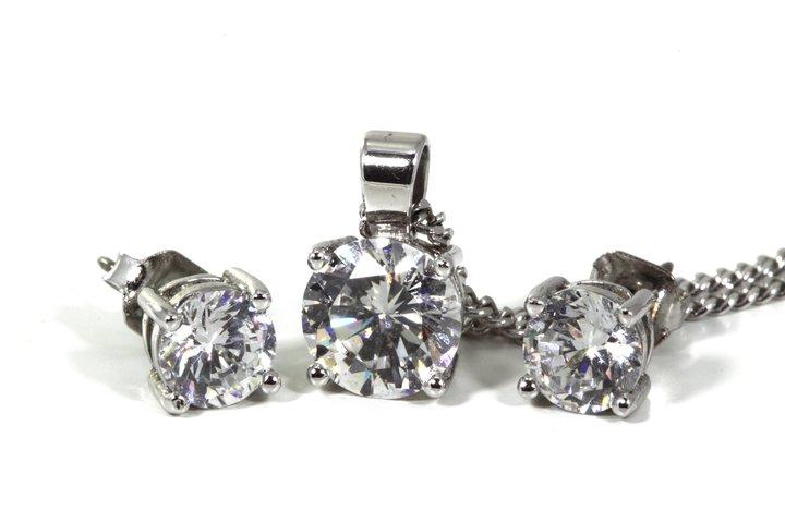 ¿Dónde comprar diamantes sin montar? ¿Dónde comprar diamantes certificados? ¿Dónde comprar diamantes de calidad? ¿Qué debemos tener en cuenta a la hora de comprar un diamante?