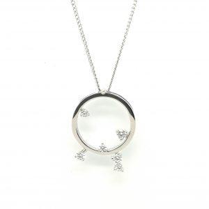 cadena con colgante diamantes moderno juvenil minimalista en blasco joyero taller joyeria en murcia