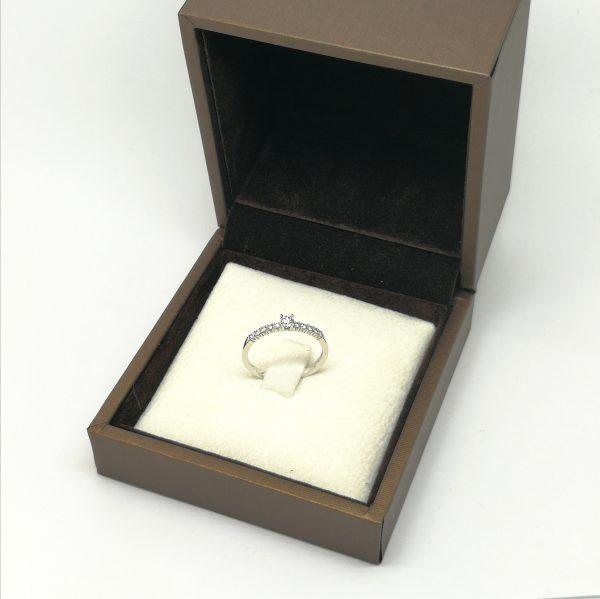anillo de pedida solitario y media alianza diamantes para novia en blasco joyero taller joyeria en murcia