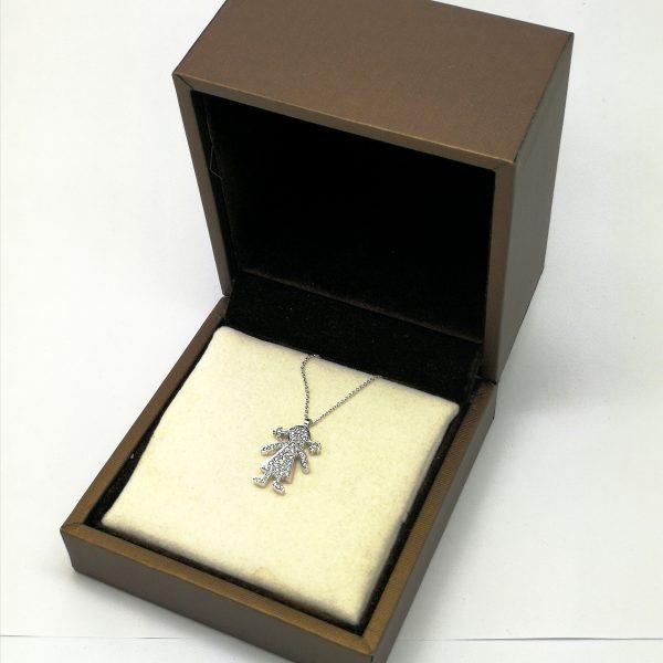 cadena con colgante muñequita figura cuajado diamantes blasco joyero taller joyeria en murcia