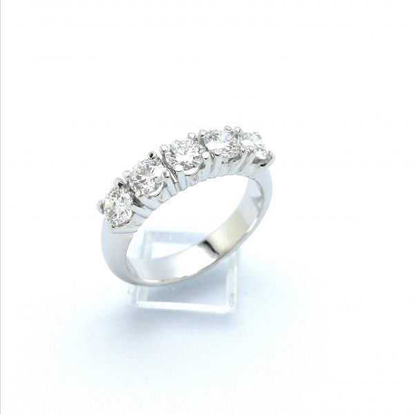 Anillo cintillo de diamantes, anillo cinquillo de diamantes, anillo pedida, taller de joyeria en murcia, joyeria en murcia, blasco joyero. murcia