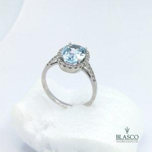 anillo montado en oro blanco con aguamarina y diamantes, anillo pedida novia en blasco joyero taller joyeria en murcia especialistas en novias y novios